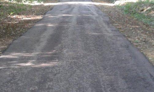 Réfection d'une route communale en grave émulsion avant application de l'émulsion bi-couche